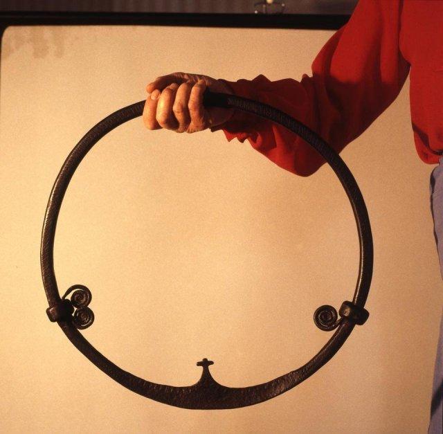 Круг из железа с рунами. X век, Хельсингланд, Швеция