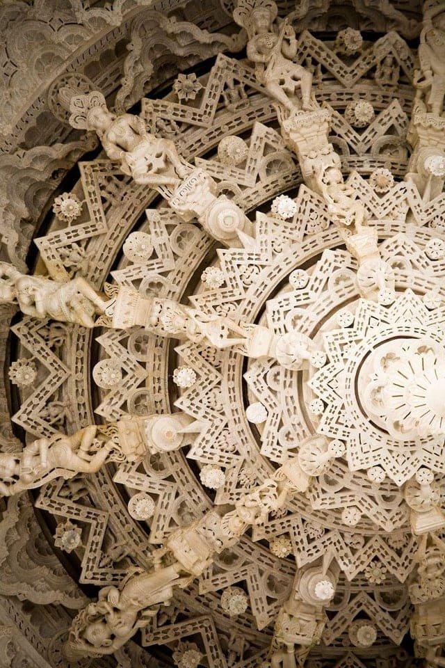 Мраморный потолок в одном из храмов в Раджастане, Индия
