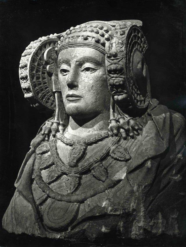 Дама из Эльче — памятник древнеиспанского искусства. IV век до н. э.