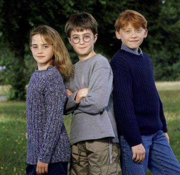 Эмма Уотсон, Дэниел Рэдклифф и Руперт Гринт в фильме «Гарри Поттер и философский камень» в 2000 году