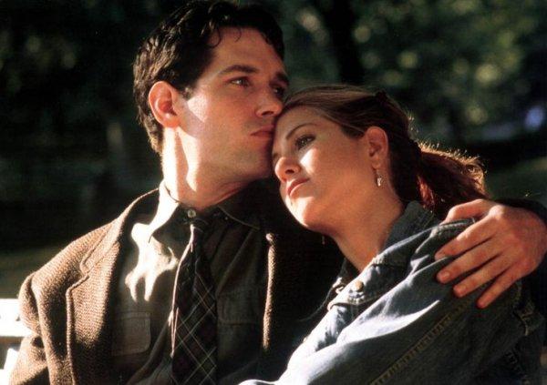 Пол Радд и Дженнифер Энистон на съемках фильма «Объект моего восхищения» в 1998 году