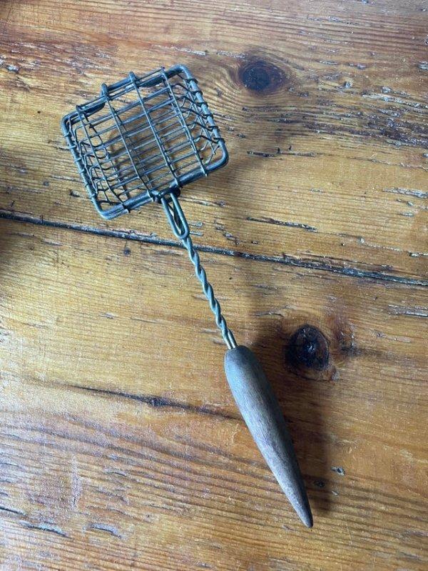 Нашёл это в кухонных товарах на барахолке. Есть идеи, для чего нужна эта странно красивая штука?