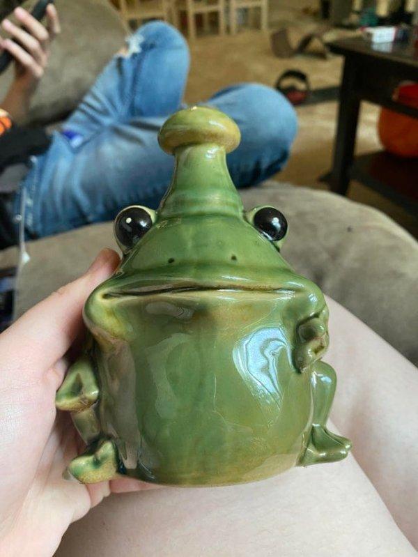 Что это за керамическая фигурка лягушки?