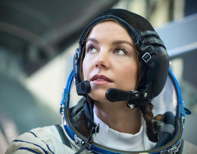 Дмитрий Рогозин предложил актрисе Алёне Мордовиной стать космонавтом