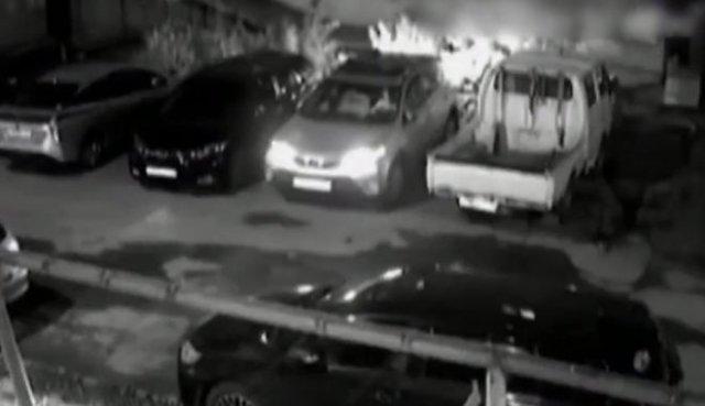 Пьяный водитель повредил 10 автомобилей, выезжая со двора