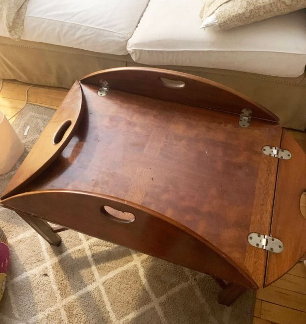 Для чего этот стол используется? У него откидываются боковинки, но внутрь они полностью не складываются