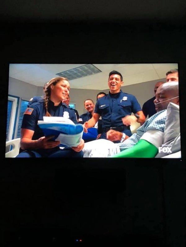 В одной из серий сериала «9-1-1» пациенту ампутируют руку.