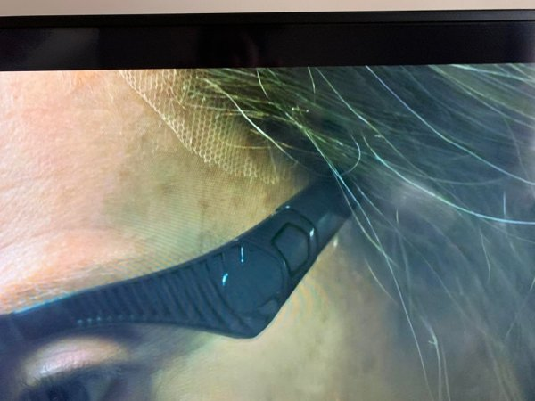 В одном из кадров фильма «Реинкарнация» можно увидеть парик актрисы Тони Коллетт