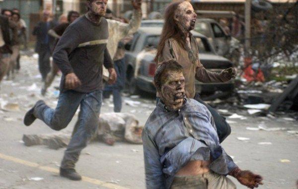 В «Рассвете мертвецов» одному из зомби забыли нанести грим на живот
