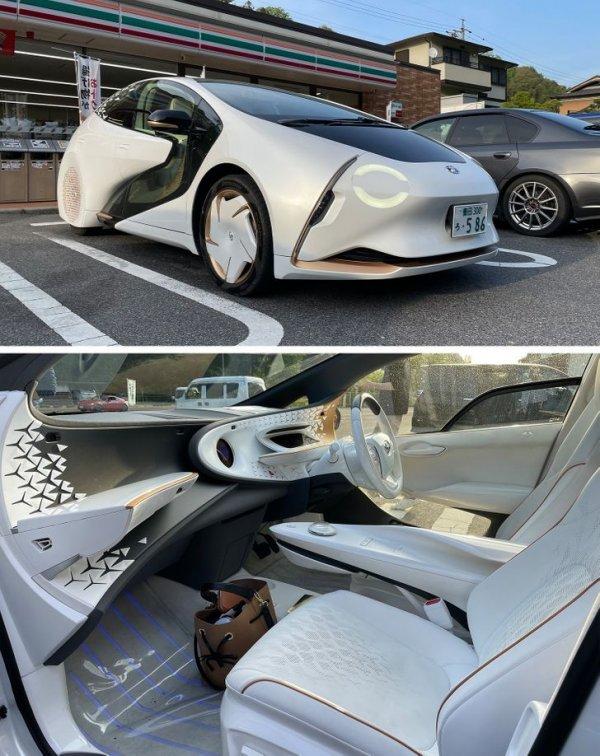 У входа в обычный магазин можно увидеть припаркованный футуристичный автомобиль. Это Toyota LQ