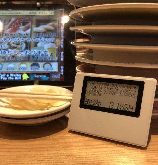 Будьте готовы к тому, что в токийском суши-баре вместо традиционного счета вам принесут это