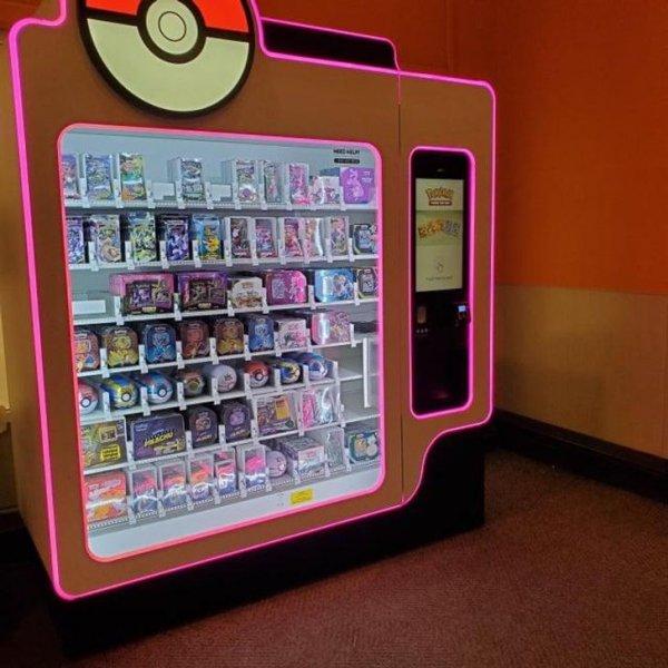 Фанаты покемонов могут приобрести коллекционные карточки и прочую тематическую атрибутику в специализированных вендинговых автоматах