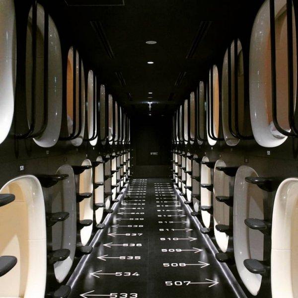 Не кадр из научно-фантастического фильма, а обычный капсульный отель в Токио