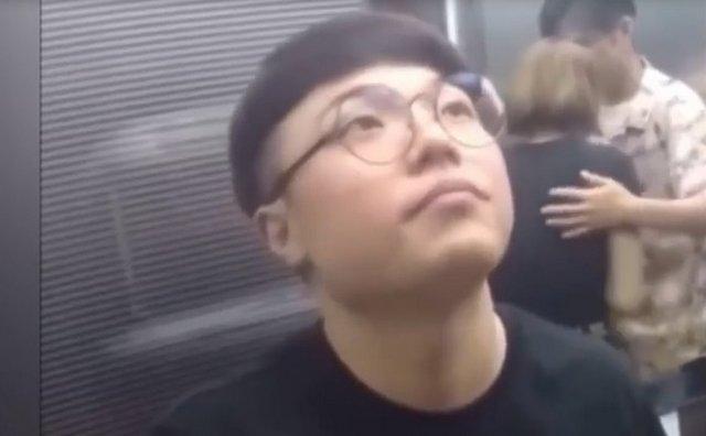 Странная ситуация в лифте, которая заставляет посмеяться
