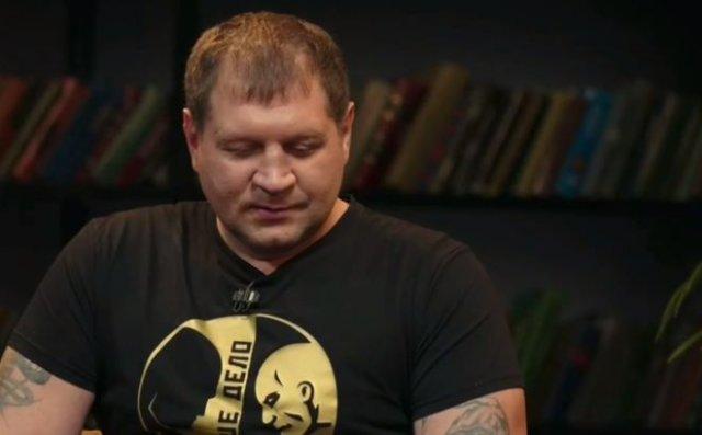 """Александр Емельяненко рассказал о том, как """"надо"""" бить женщин"""
