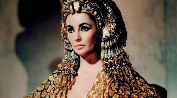 Элизабет Тейлор в фильме «Клеопатра» (1963)