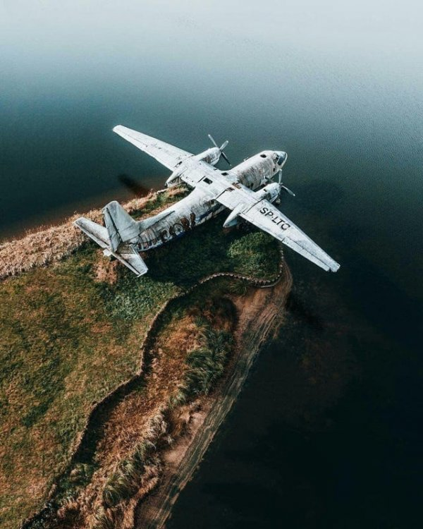 Заброшенный самолёт