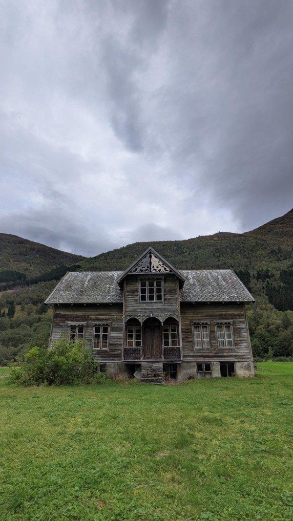 Заброшенный фермерский дом 18-19 веков в Стурдале, Норвегия