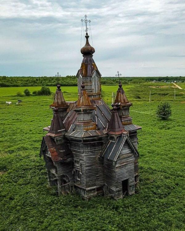 Заброшенная часовня в Вологодской области