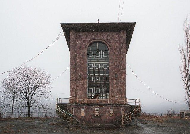 Станция советской канатной дороги в горах Кавказа