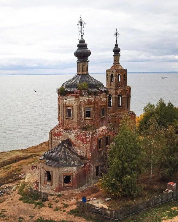 Заброшенная церковь в селе Шуран, республика Татарстан