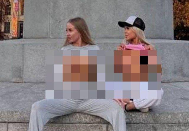 Блогер popy_starrr и nadin_starr возмутили общественность, раздевшись около памятника Ломоносову