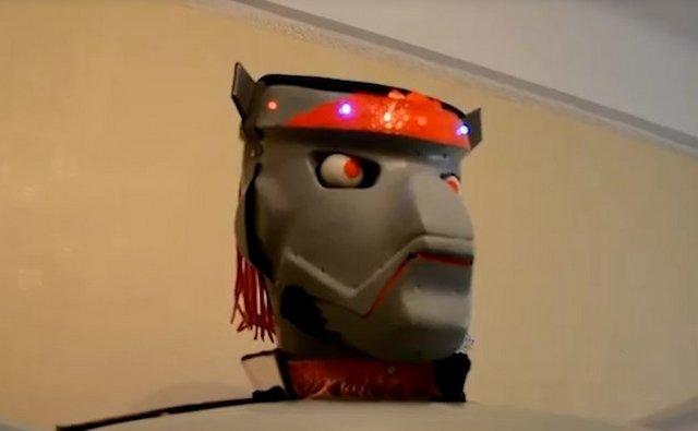 В Севастополе пенсионер продает робота, который рассказывает анекдоты