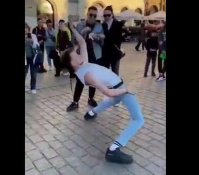 Уличный танцор, который поднимает настроение горожанам