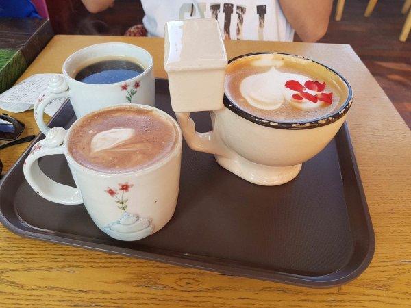 Утро начинает с кофе в унитазе