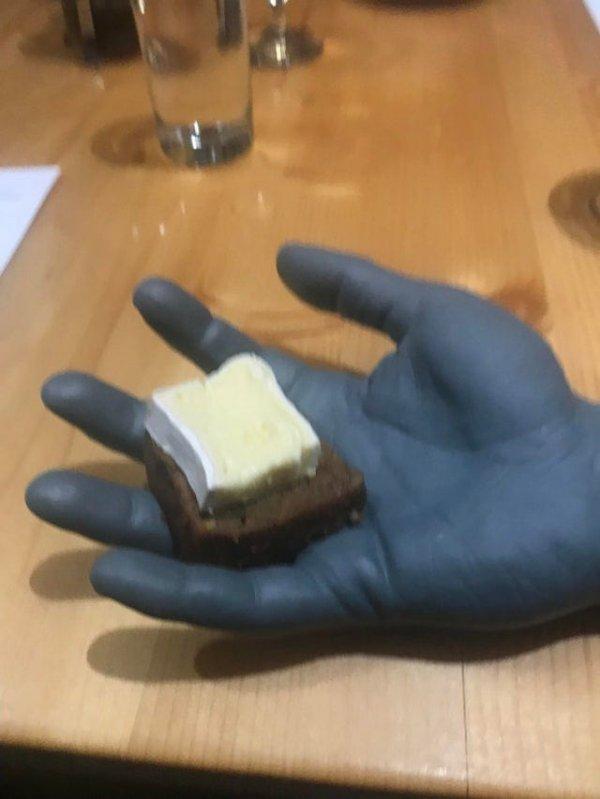 Бутербродик на ампутированной руке