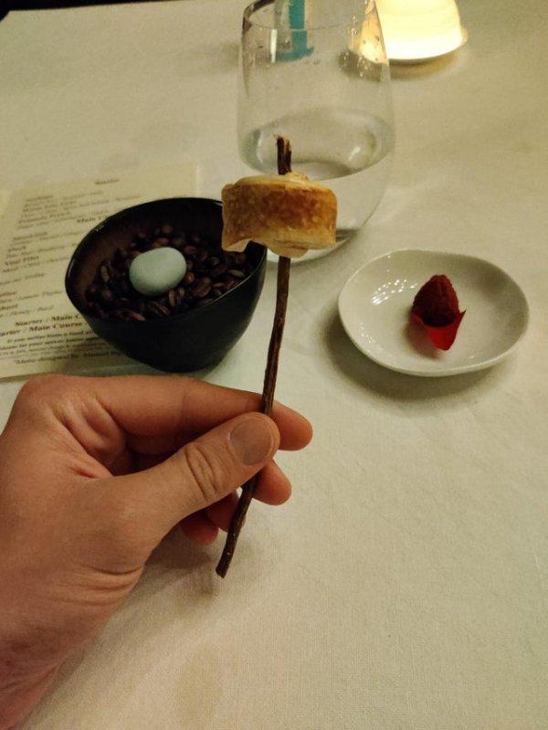 Десерт на палочке