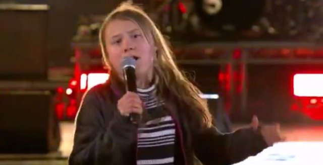 Грета Тунберг исполнила на сцене песню Рика Эстли «Never Gonna Give You Up» - не для слабонервных