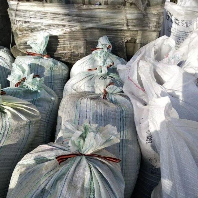 В Алтайске рабочие перевязали мусорные мешки георгиевскими лентами - СК проводит проверку