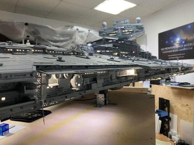 """Поклонник """"Звездных войн"""" больше трех тысяч часов создавал гигантский корабль"""