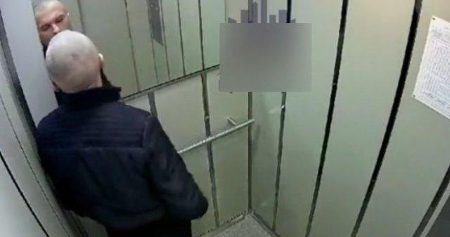 Плюющееся быдло в лифте