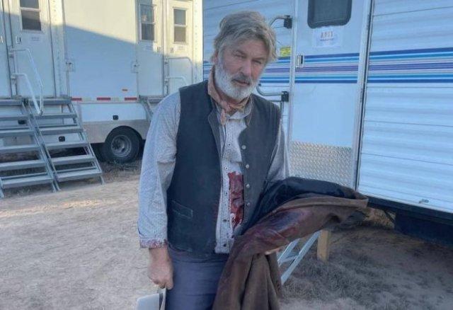 Известный актер Алек Болдуин убил на съемках оператора и ранил режиссера