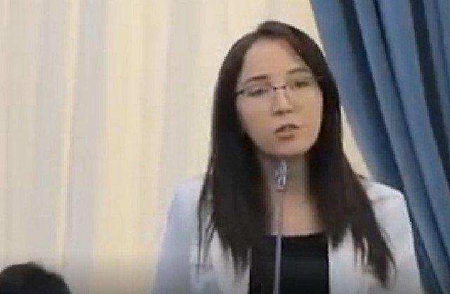 Узбекская журналиста Анора Содыкова выступила против использования русского языка в своей стране