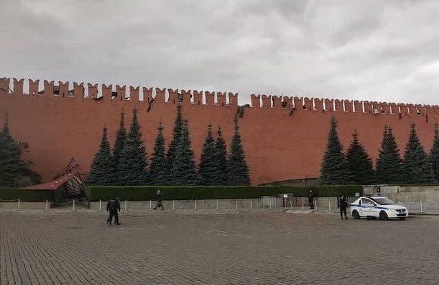 Ураган в Москве обрушил строительные леса у Кремля
