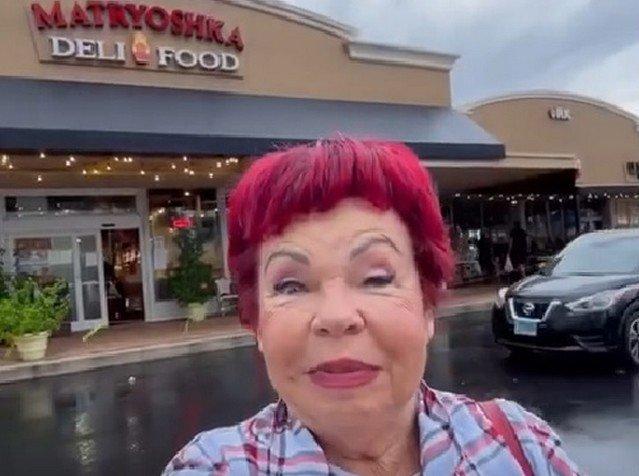 Мама Наташи Королевой рассказала, сколько стоят русские продукты в Майами