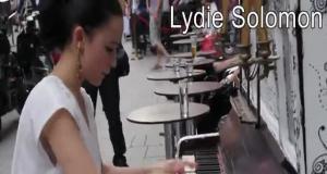 Когда профессиональные пианисты играют получи и распишись улицах