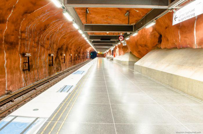 Удивительный дизайн станций метрополитена в Стокгольме (52 фото)