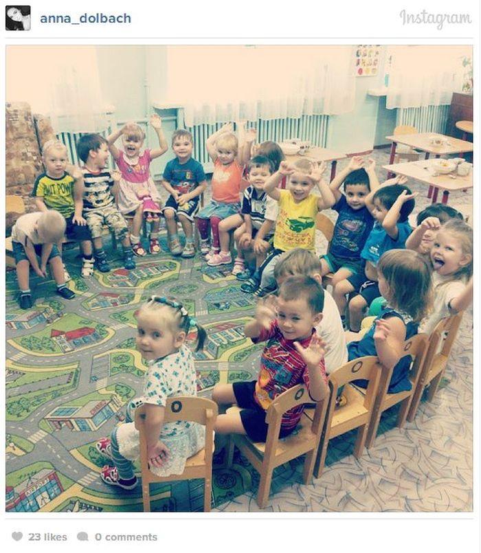 Воспитательница в детском саду (17 фото)