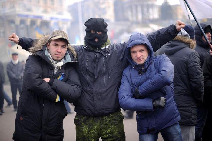 Жестокие намерения активиста с Евромайдана в Киеве (4 фото)