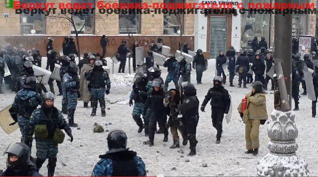 Беркут спас Михаила Гавриляку от самосожжения (2 фото + 2 видео)