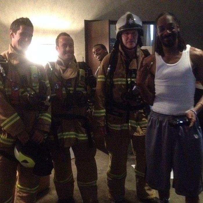 Пожарные ворвались к Снуп Доггу (7 фото)