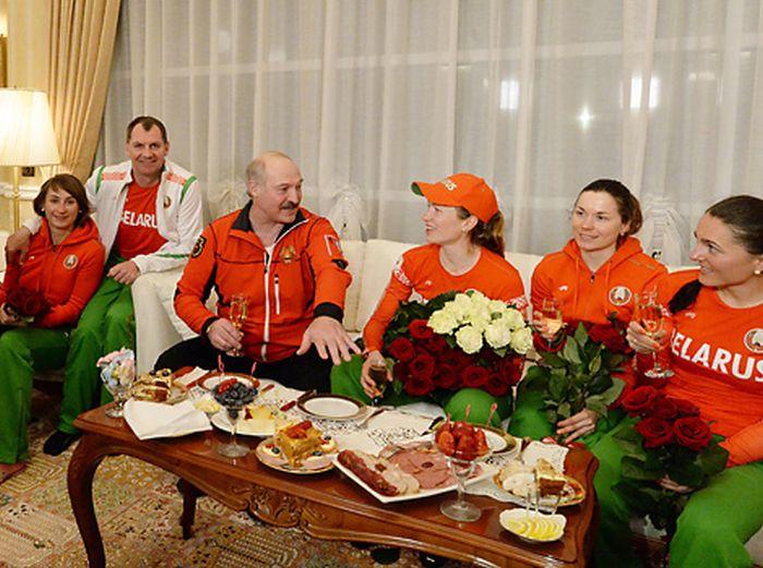 Биатлонистка Дарья Домрачева - трехкратная Олимпийская чемпионка! (14 фото)