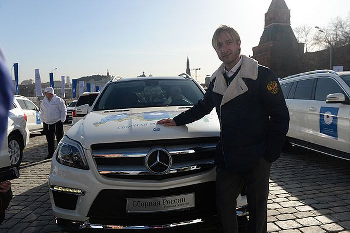 Олимпийским спортсменам сборной России подарили автомобили Мерседес (9 фото)