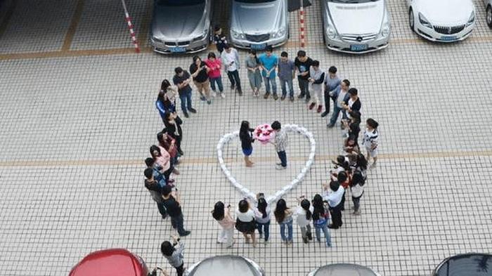 Предложение руки и сердца с помощью 99 айфонов не увенчалось успехом (4 фото)