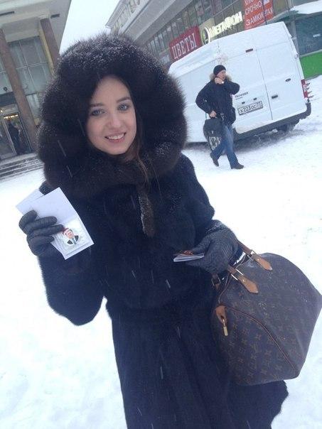В Москве прохожим раздали презервативы с портретами лидеров оппозиции