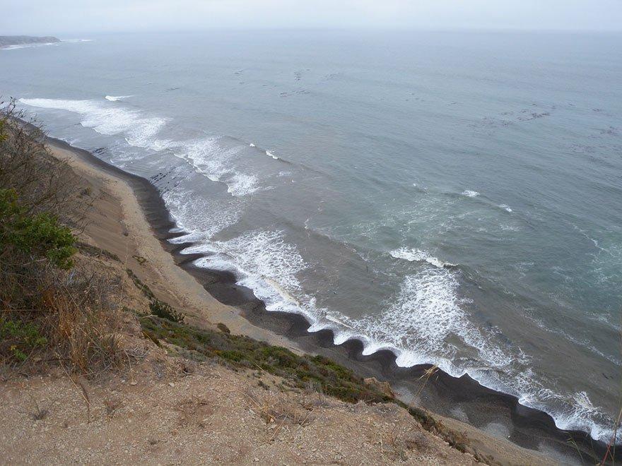 Загадочный пляж (5 фото)